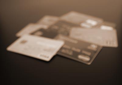 ブラックリストに載ると、クレジットカードが使えなくなるの?